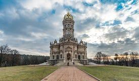 Tempel van het Teken van Heilige Maagdelijke Mary in Dubrovitsy stock foto's