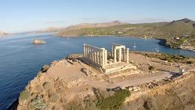Tempel van Poseidon in de luchtmening van Sounio Griekenland stock videobeelden