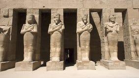 Tempel van Standbeelden Karnak van Oud Egypte Royalty-vrije Stock Afbeeldingen