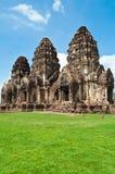 Tempel van Thailand met blauwe hemel Royalty-vrije Stock Foto's