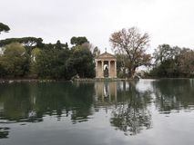 Tempel von Aeasculapius nahe Landhaus Borghese Stockbilder