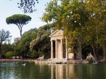 Tempel von Aesculapius im Landhaus Borghese Stockfotografie