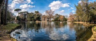 Tempel von Aesculapius in Landhaus Borghese-Gärten, Rom Lizenzfreies Stockfoto