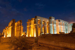 Tempel von Luxor, Ägypten nachts Stockfotografie
