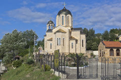 Tempel von Sankt Nikolaus der Wundertäter und die Ikone unseres Dame ` Sumela Monastery-` im Dorf Moldovka, Sochi Stockbild