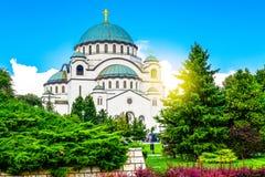 Tempel von St. Sava in Belgrad, Serbien an einem sonnigen Tag stockfotos