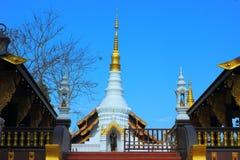 Tempel von Thailand errichteten mit Glauben Stockfotos