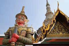 Tempel-Wächter am großartigen Palast in Bangkok Stockfotos