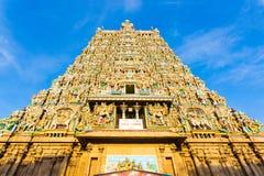 Tempel-Westturm Madurais Meenakshi Amman zentriert Stockbilder