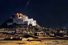 tempel zangdan tibet Royaltyfri Foto