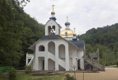 Tempel zu Ehren der Mutter des Gottes Peschanskaya und Vladimir und der heilige Hegumeness-Berg von Athos Lizenzfreies Stockfoto