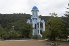 Tempel zu Ehren des Märtyrers Huara im weiblichen Kloster der Dreiheit-Georgievsky im Dorf Lesnoye, Adler-Bezirk, Krasnodar Regio Stockfoto