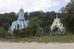Tempel zu Ehren des Märtyrers Huara und der Ikone unseres weiblichen Klosters Dreiheit-Georgievsky Damen-Soothe My Sorrows in Dor Lizenzfreies Stockfoto