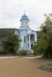 Tempel zu Ehren des weiblichen Klosters Märtyrer Huara-Dreiheit-Georgievsky in Adler-Bezirk Krasnodar-Region Stockfoto