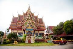 Tempelanseende bredvid den stora Buddhastatyn och som bygger i 1972 Royaltyfri Foto