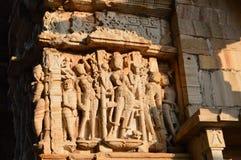 Tempelcarvings som markeras av solen Royaltyfria Foton