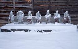 Tempelcijfers in sneeuw royalty-vrije stock afbeeldingen