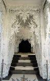 Tempeldörr på Wat Rong Khun, Chiang Rai Province Royaltyfri Fotografi