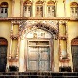 Tempeldeuren in Laxman Jhula Rishikesh royalty-vrije stock foto