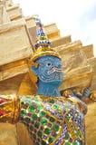 Tempelförmyndarestaty, Wat Phra Kaew, storslagen slott i Bangkok, Thailand Arkivbild