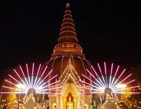 Tempelfestival bij een Boeddhistische tempel in Nakhonpathom, Thailand stock foto