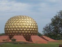 Tempelhaube bei Auroville im Tamil Nadu lizenzfreie stockfotografie
