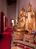 Tempelinnenraum bei Wat Mahathat in Bangkok Stockbilder