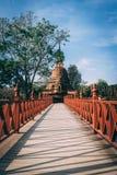 Tempelkomplex i Sukothai, Thailand Härligt historiskt parkerar i mitt av Thailand Pagode i härligt ljus arkivbild