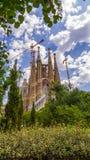 """Tempella Sagrada FamÃlia, härlig sikt för Barcelona, Catalonia, Spanien †""""med moln royaltyfri fotografi"""