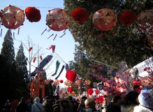 Tempelmässa av det traditionella kinesiska mån- nya året Royaltyfri Foto