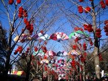 Tempelmässa av det traditionella kinesiska mån- nya året Fotografering för Bildbyråer