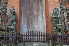 Tempelport, Pura Taman Ayun Royaltyfri Bild