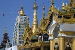 Tempels in de complexe Pagode Shwedagon - Yangon Stock Afbeelding