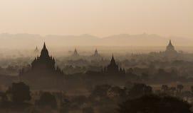 Tempels van Bagan tijdens zonsopgang, Myanmar Royalty-vrije Stock Foto's
