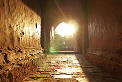 Tempelsolnedgång i Bagan, Burma Royaltyfri Bild