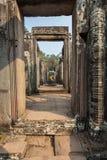 Tempeltüren in den Ruinen stockbilder