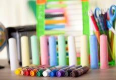 Tempera e gesso dei tubi colorati, di nuovo al concetto della scuola Fotografia Stock Libera da Diritti