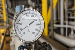 Temperature gauge reading in falenhine in offshore oil and gas o. Pration Stock Photo