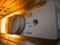 Temperaturinställningar för kylskåpet som kyler volym för 3 nivå, mindre kallt, mitt-, kallare och kallast arkivbilder