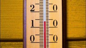 Temperatuurverhogingen op een thermometer Timelapse stock video