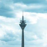 Tempesta alta del cielo della costruzione della torre Fotografia Stock