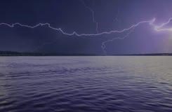 Tempesta del cielo del fiume del fulmine Fotografia Stock Libera da Diritti