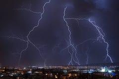 Tempesta del lampo sopra la città Immagine Stock Libera da Diritti