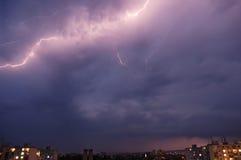 Tempesta del lampo sopra una città Fotografia Stock Libera da Diritti