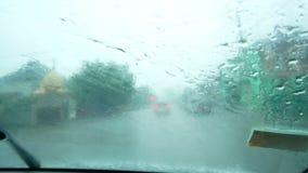 Tempesta del parabrezza dell'automobile della pioggia video d archivio