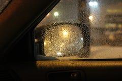 Tempesta della neve fuori la finestra laterale immagine stock