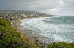 Tempesta di inverno alla spiaggia principale in Laguna Beach, California Immagini Stock Libere da Diritti