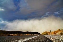 Tempesta di polvere - vista di Stree Immagine Stock