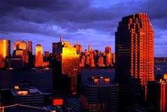 Tempesta di tramonto sopra area del World Trade Center di New York City, Manhattan e Jersey City New Jersey Fotografie Stock