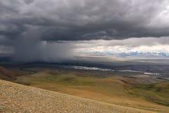 Tempesta di vista aerea della steppa delle montagne Immagini Stock